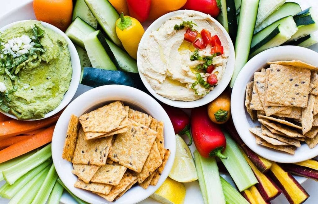 Best Crackers for Hummus featured photo