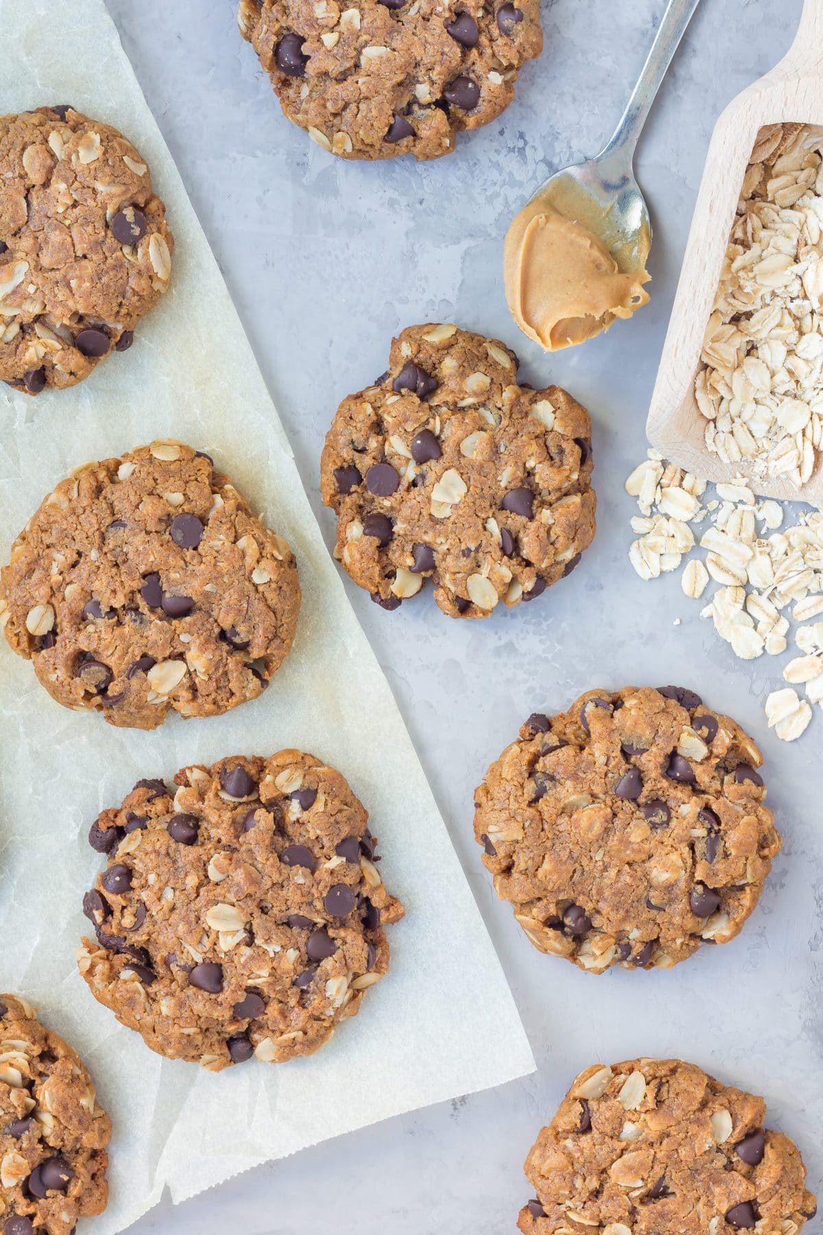 Flourless peanut butter and chocolate chip cookies with oats