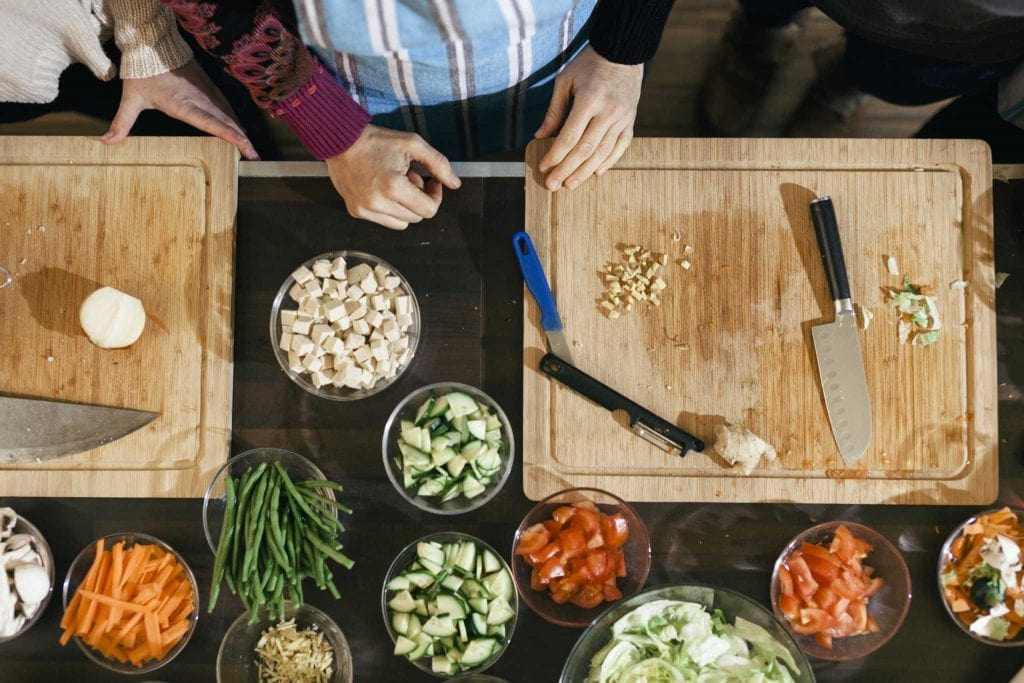 Important Things To Consider in a Cutting Board featured photo