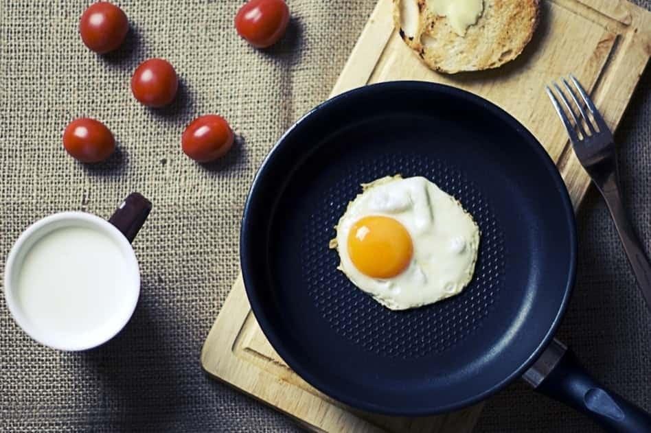 Omelette Pan vs Frying Pan
