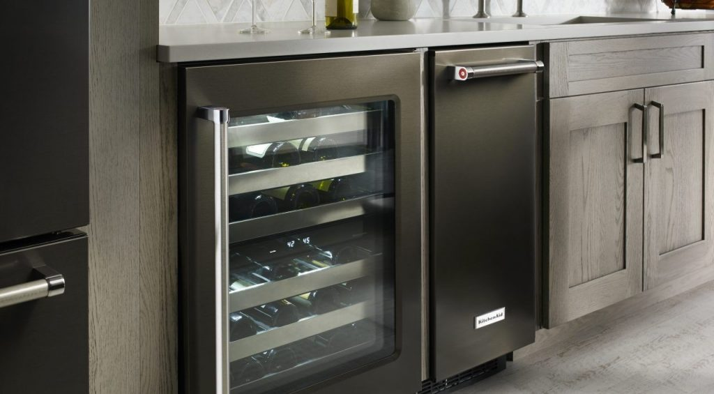 Tips for Installing a Refrigerator featured photo